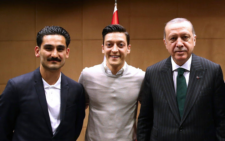 Turkish president picture puts Mesut Ozil under pressure